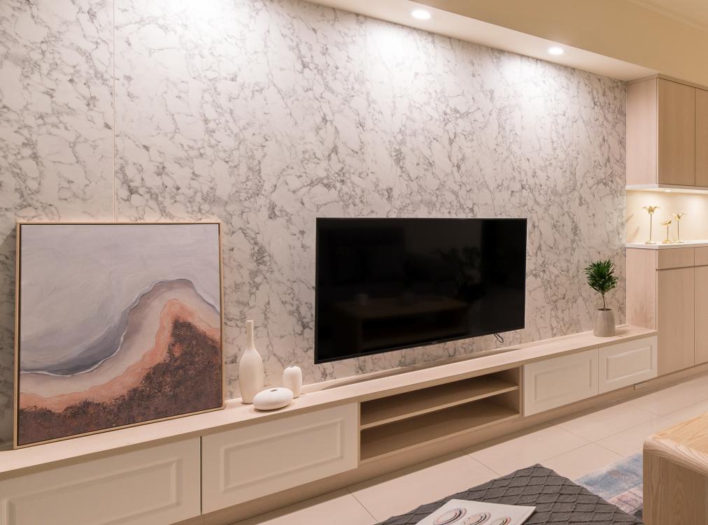 大理石客廳背牆系統櫃電視櫃